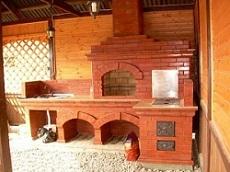Комплекс для барбекю с печкой под казан в летней беседке из кирпича в комплексе разделочный столик и мойка