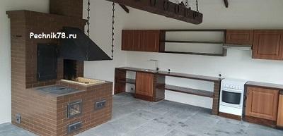 Открытый мангал совместно с коптильней и плитой под казан с кованными элементами, изготовлен в поселке Репино местным мастером печником.